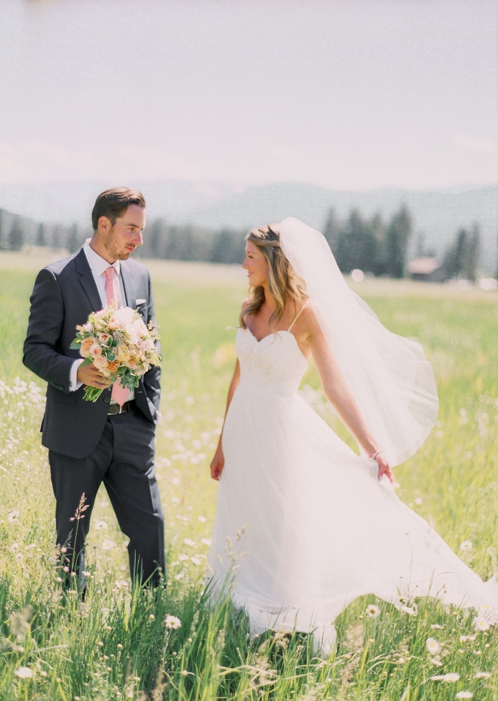 mountain springs lodge leavenworth wedding