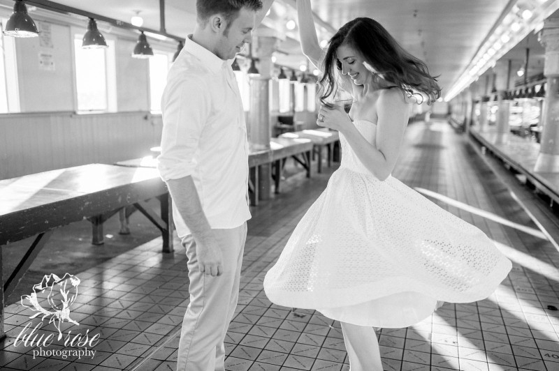 pike place market engagement photos