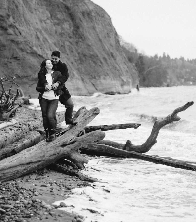 seattle engagement photo bw winter