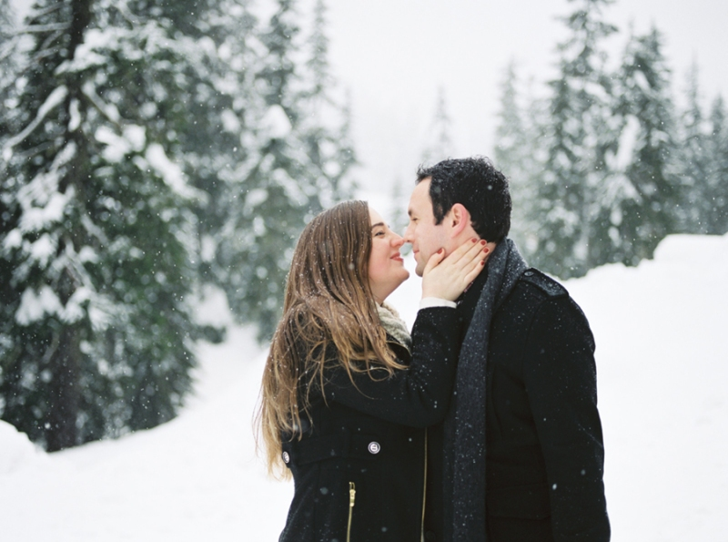 snoqualmie pass snow engagement photos