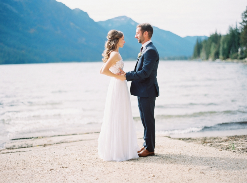 lake wenatchee first look wedding photos