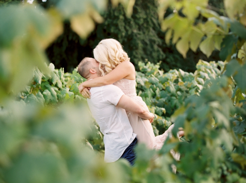 vineyard-engagement-photos-film0024