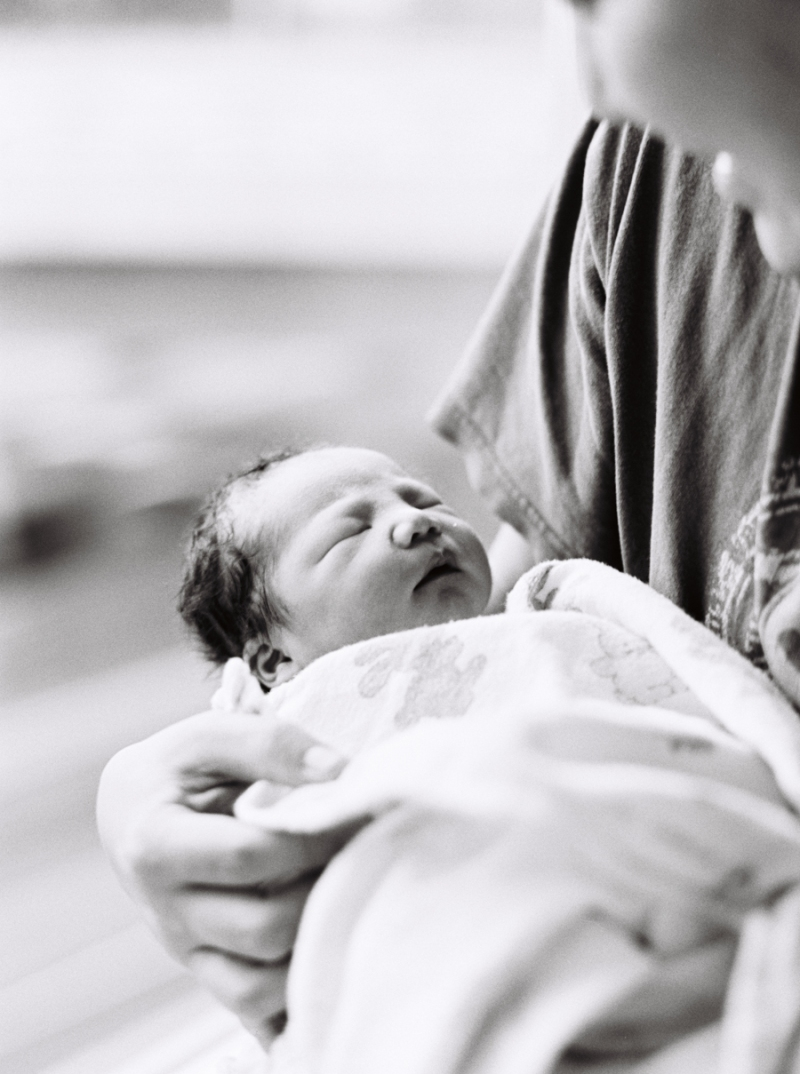 seattle-birth-photographer-film-newborn-006