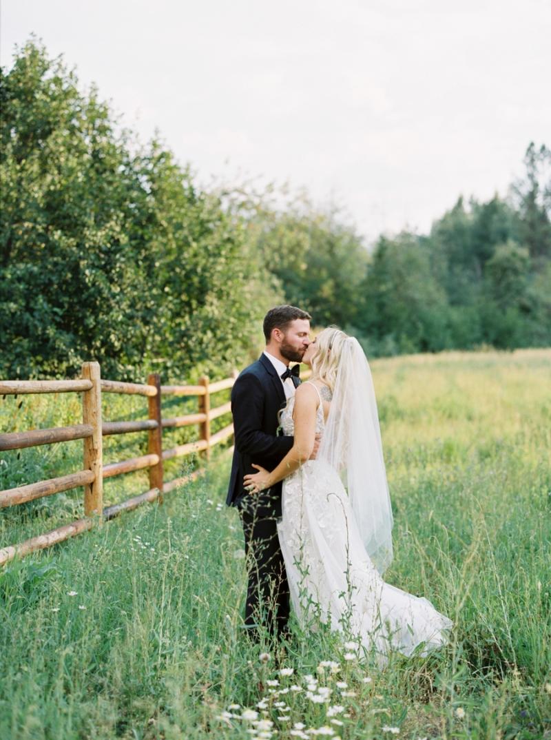Mt-Springs-Lodge-Leavenworth-Wedding-Photos-027