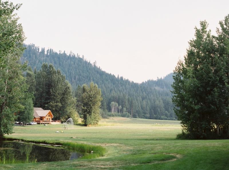 Mt-Springs-Lodge-Leavenworth-Wedding-Photos-117