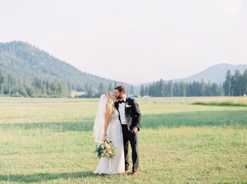 Mt-Springs-Lodge-Leavenworth-Wedding-Photos-123