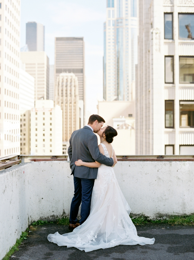 downtown-seattle-wedding-rooftop-film-004